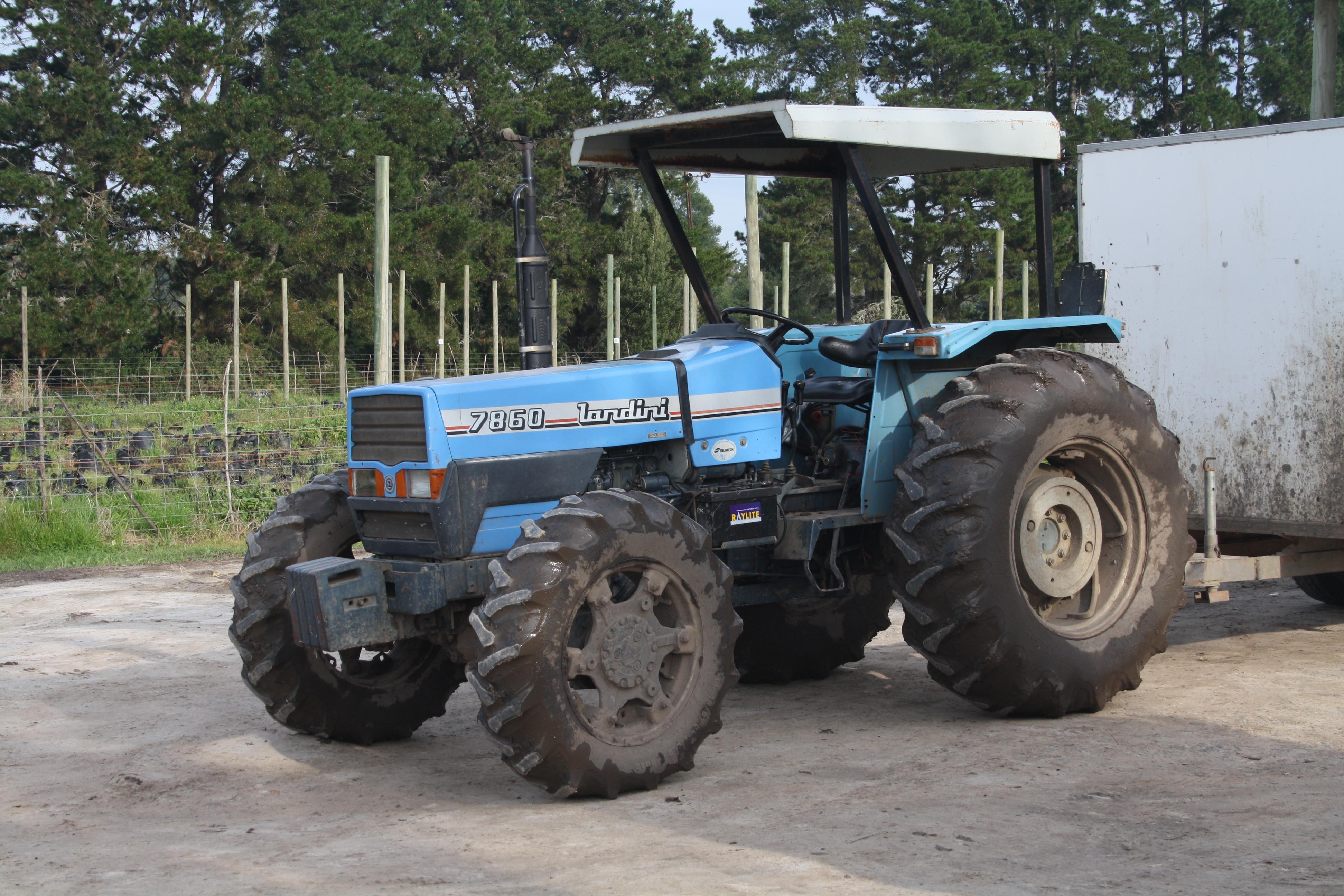 Description Landini 7860 tractor (14788087468).jpg