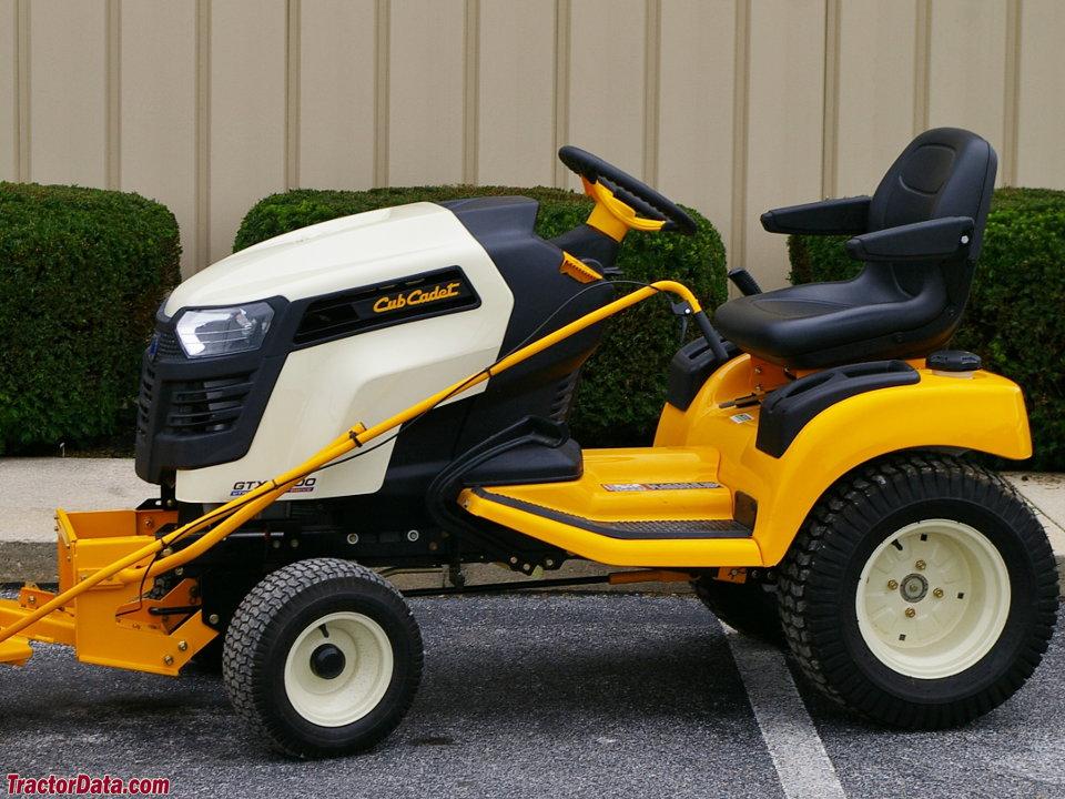Cub Cadet I1046 Lawn Tractor | Cub Cadet Lawn Tractors: Cub Cadet