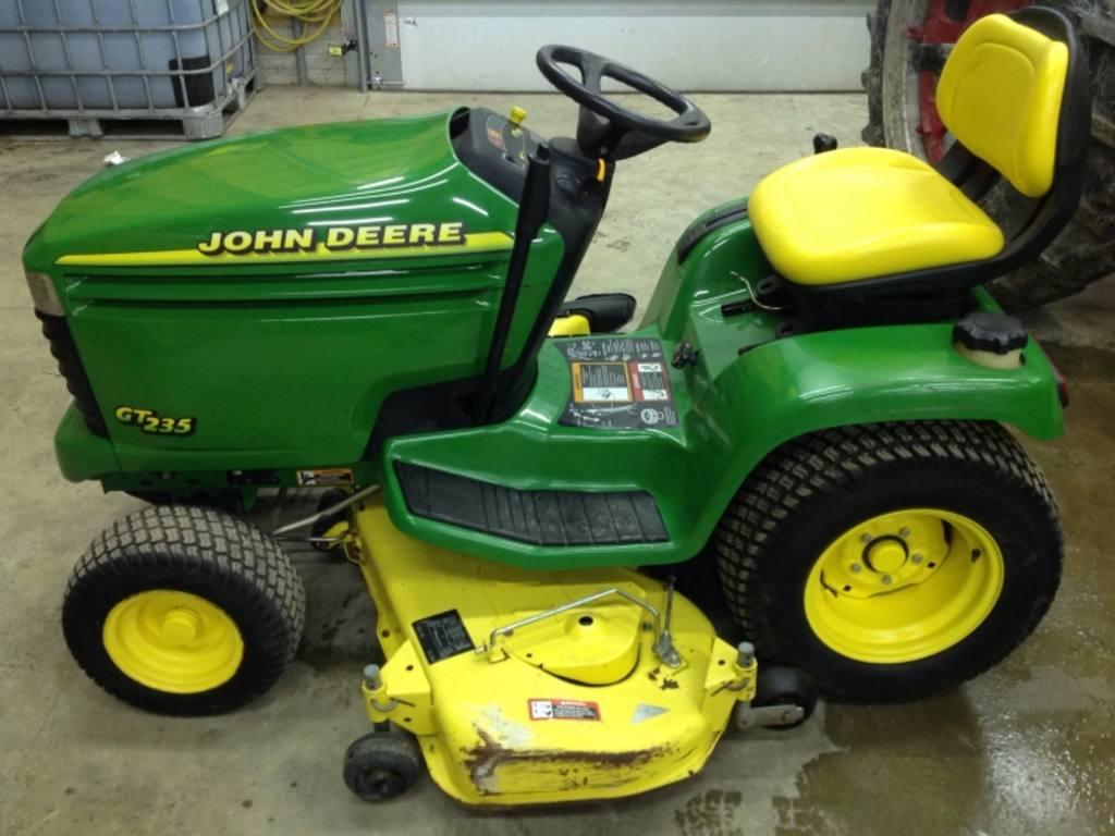 John Deere Gt235 Lawn Tractor   John Deere Lawn Tractors