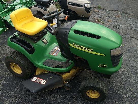 John Deere L108 Lawn Tractor   John Deere Lawn Tractors